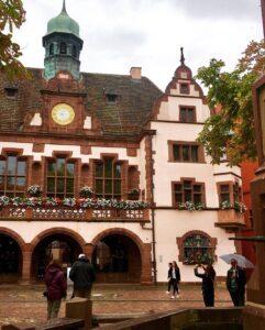 New Town Hall Tra le strade di Friburgo di Brisgovia in Germania