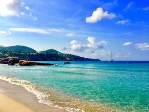 Spiaggia ad Ibiza Spagna Cala tarida