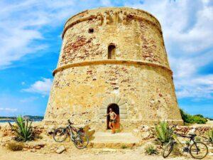 Torre sulle coste Ibiza