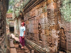 Tra le rovine di Angkor Wat in Cambogia