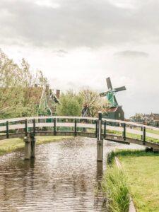 Ponte e mulino a Zaanse Schans in Olanda