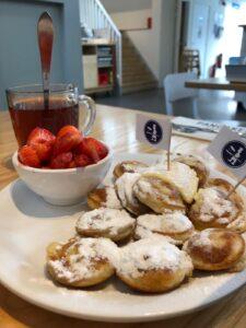 Poffertjes con fragole e panna Amsterdam