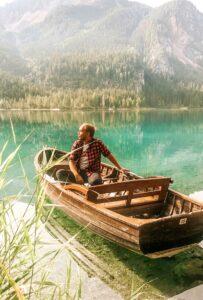 In barca sul Lago di Tovel