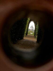 Buco della serratura vicino al giardino degli Aranci a Roma