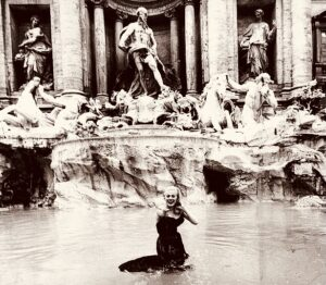 Foto di Anita Ekberg nella fontana di Trevi